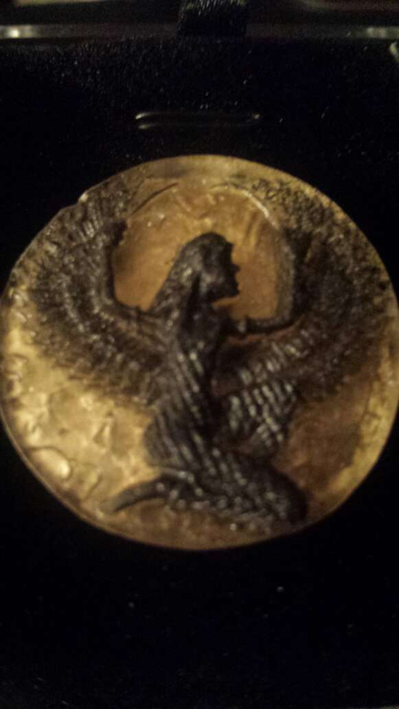 Imagen producto Diosa Isis en meteorito  5