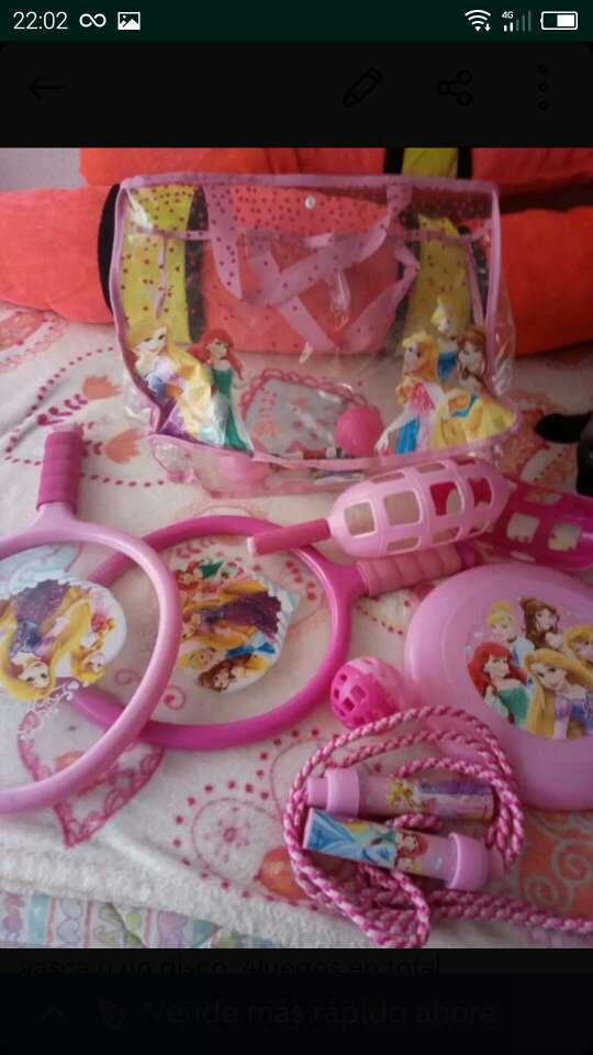 Imagen juego de niña y bosos con monedero
