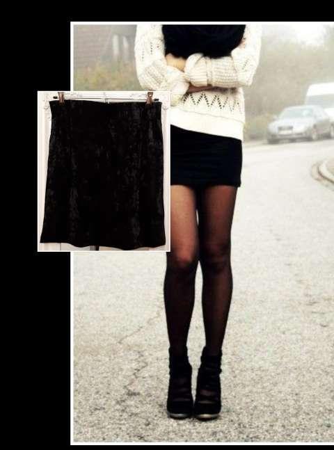 Imagen Falda terciopelo negra, nueva.