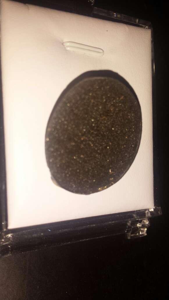 Imagen producto Medallon polvo de meteorito metálico  4
