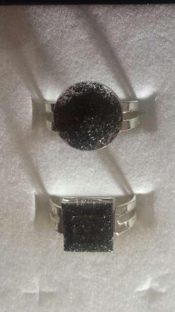 Imagen producto Pareja de anillos de polvo de meteorito  4