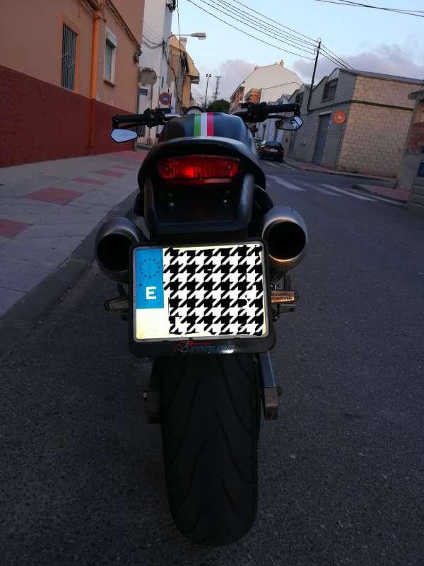 Imagen producto Ducati monster 600 dark 3