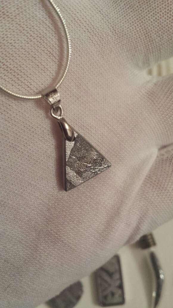 Imagen producto 1 colgante de meteorito o rubí a elegir  7
