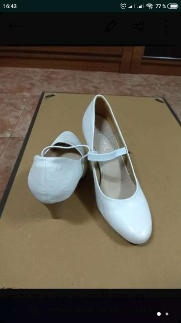 Imagen zapatos blancos