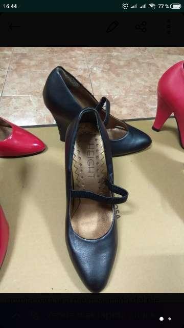 Imagen zapatos negros de tacon