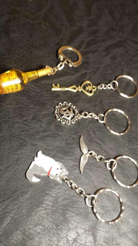 Imagen lote 12 llaveros 5 piezas
