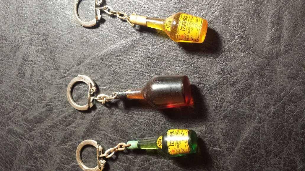Imagen 3 llaveros botellas antiguas