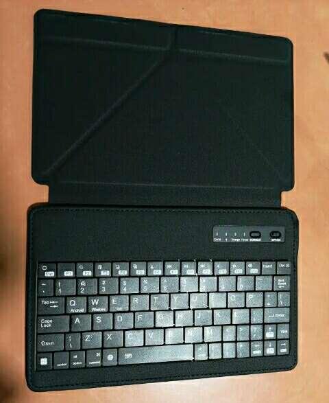 Imagen Teclado y soporte para tablet de 7 pulgadas.
