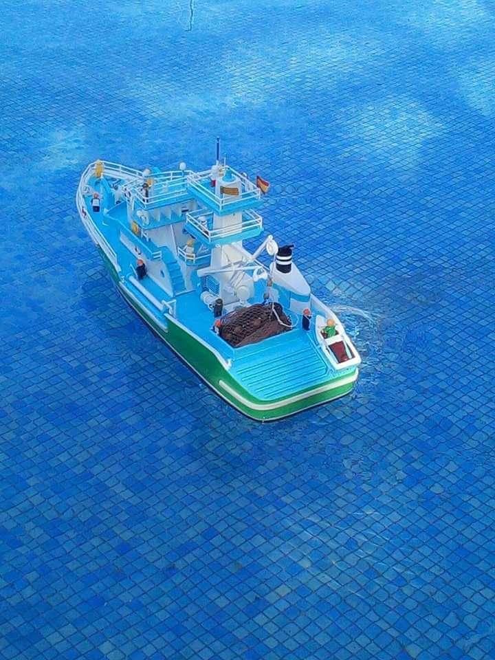 Imagen barco radio control echo a mano