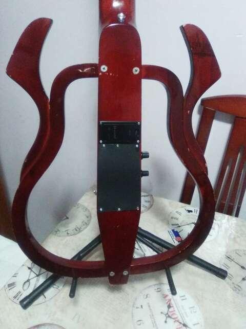 Imagen producto Guitarra electroclasica naylon. 3