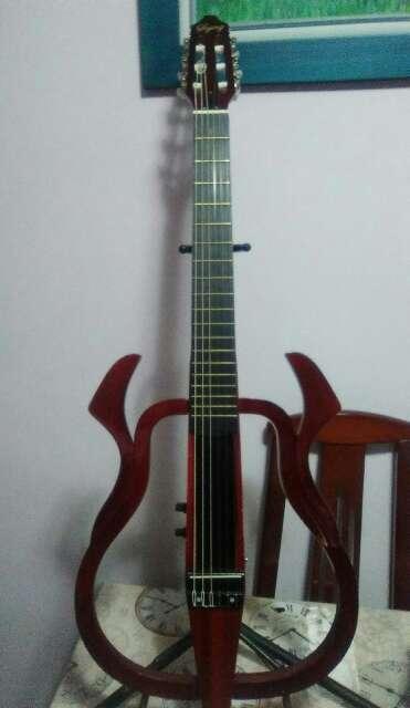 Imagen Guitarra electroclasica naylon.