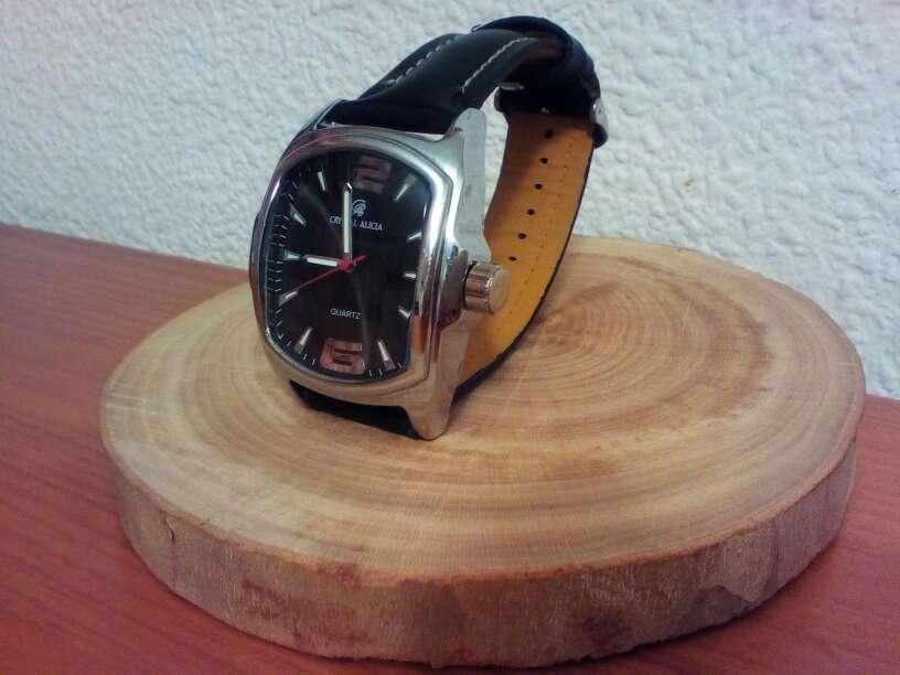 Imagen Reloj de caballero con correa de cuero