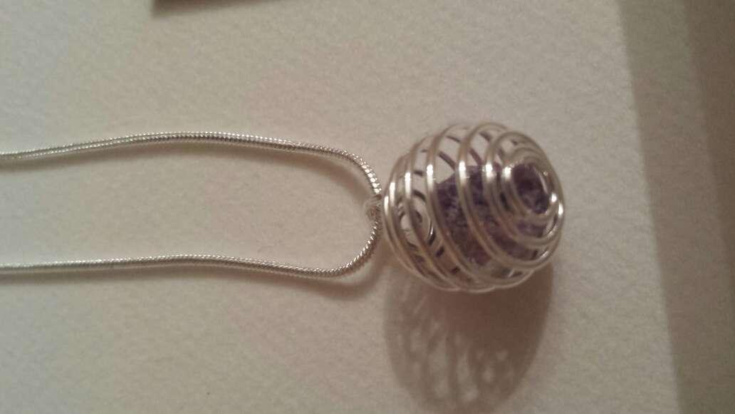 Imagen producto Colgantes espiral con piedra de rubí natural  3