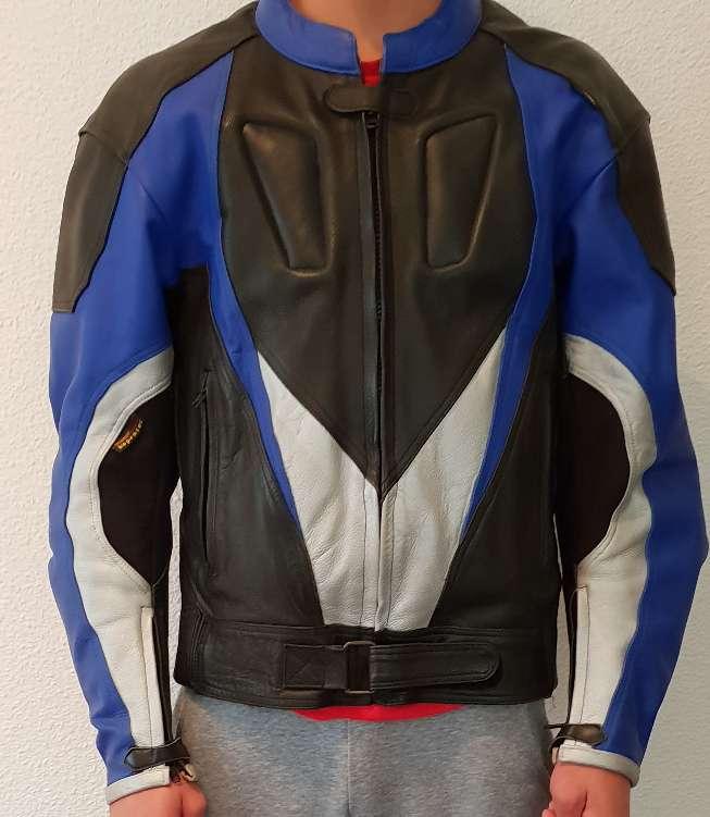 Imagen chaqueta cuero con protecciones
