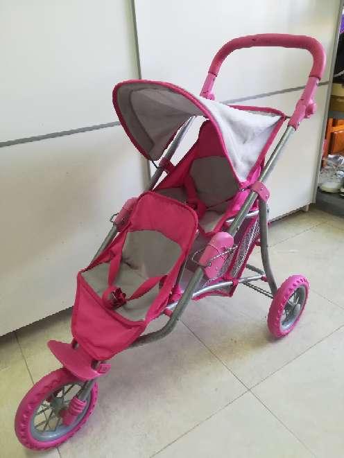 Imagen silla de paseo gemelar muñecas