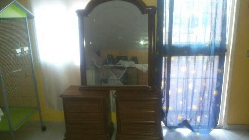 Imagen se vende espejo y dos mesitas