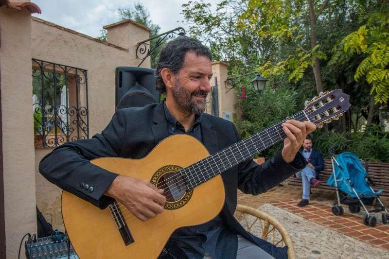 Imagen producto Guitarrista para bodas y eventos en Alicante 5