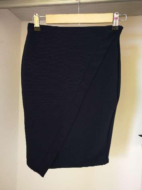 Imagen falda azul Zara