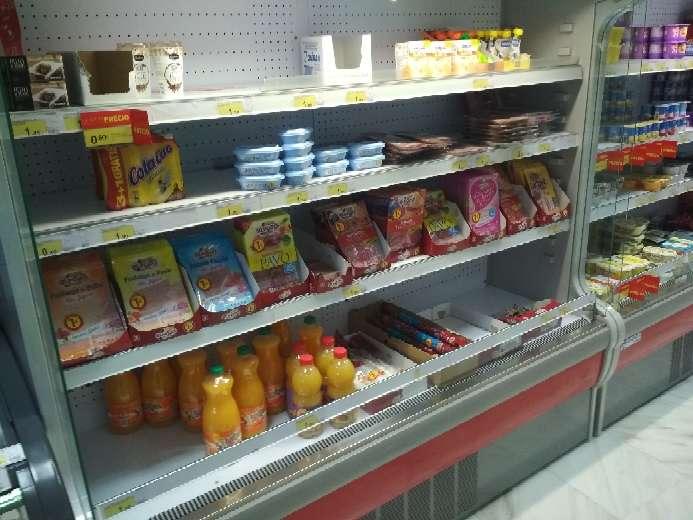 Imagen producto Vitrina lácteos tienda supermercado 1