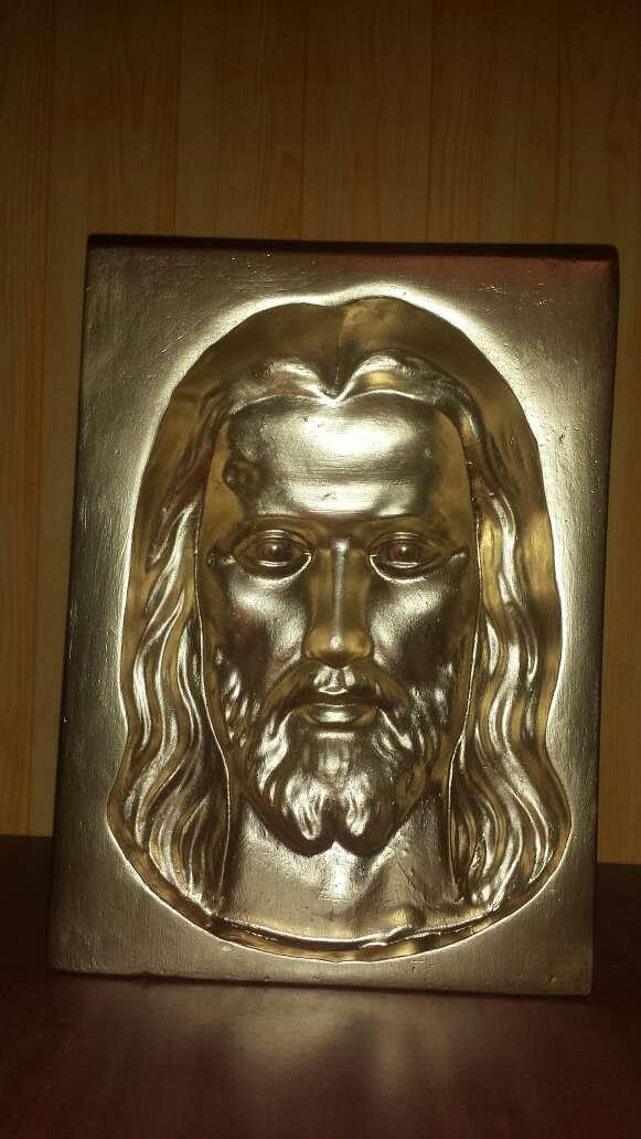 Imagen Jesús en color oro mirada ubicua