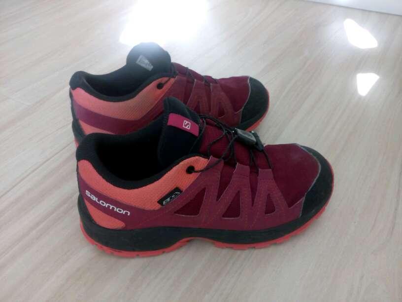 Imagen producto Zapatillas botas senderismo goretex Salomón niña número 34 muy buen estado apenas usadas 2