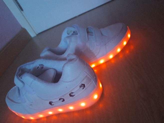Imagen zapatillas blancas