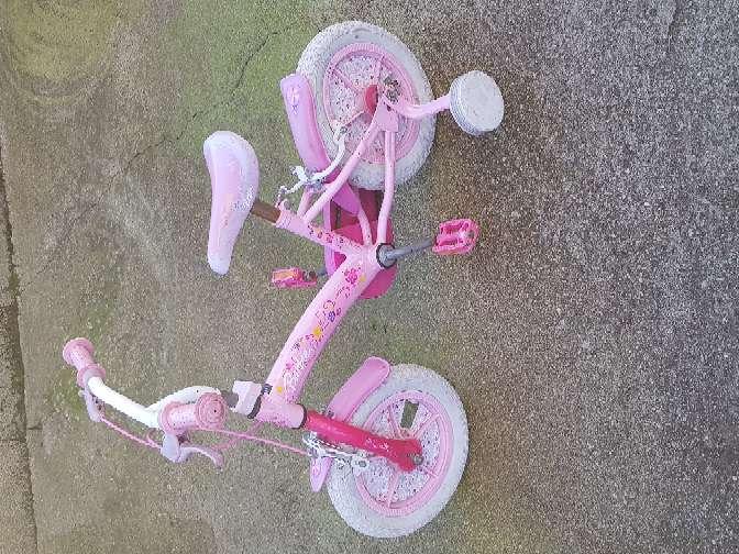 Imagen se vende bicicleta de niña.