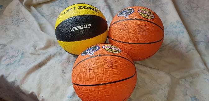 Imagen Lote de 3 pelotas de básquet