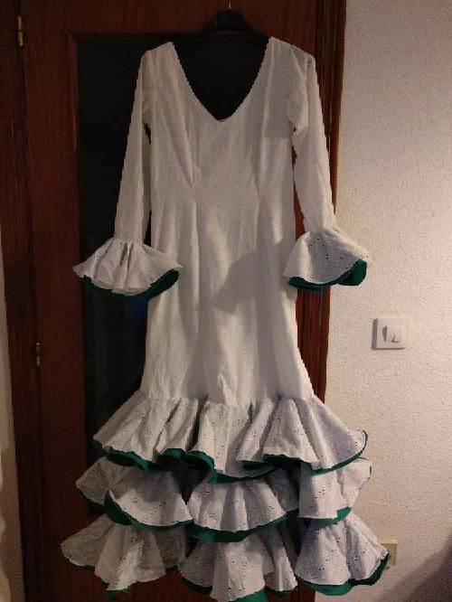 Imagen traje de flamenca blanco