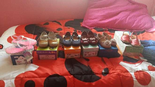 Imagen Varios modelos zapatos, sandalias de niña número 24 y 25 con sus cajas.