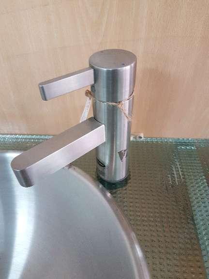 Imagen grifo de lavabo acero inoxidable