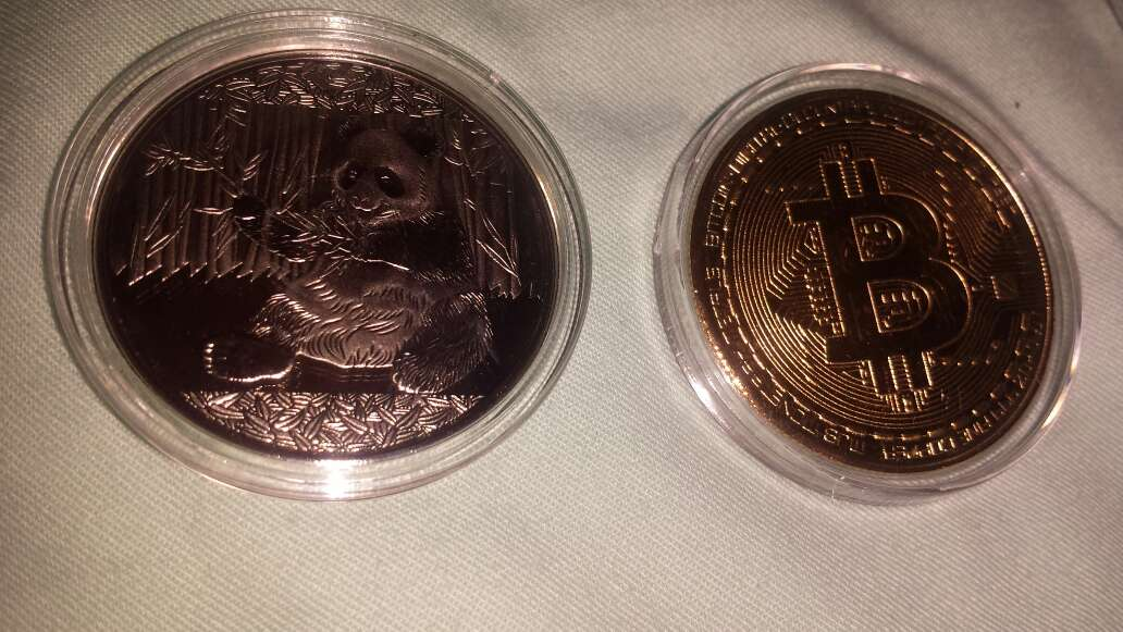 Imagen producto 2 monedas,  panda y bitcoin 3