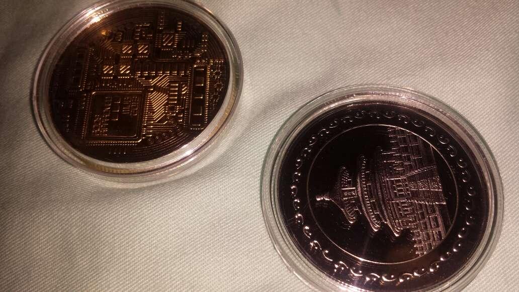 Imagen producto 2 monedas,  panda y bitcoin 2