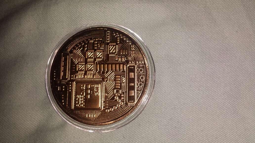 Imagen producto 1 bitcoin dorado  4