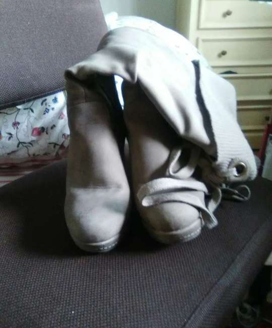 Imagen botas grises plataforma