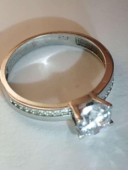 Imagen producto Anillo de oro blanco de 18 kilates 750 milesimas 5