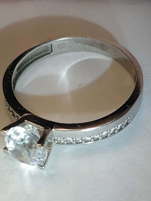 Imagen producto Anillo de oro blanco de 18 kilates 750 milesimas 2