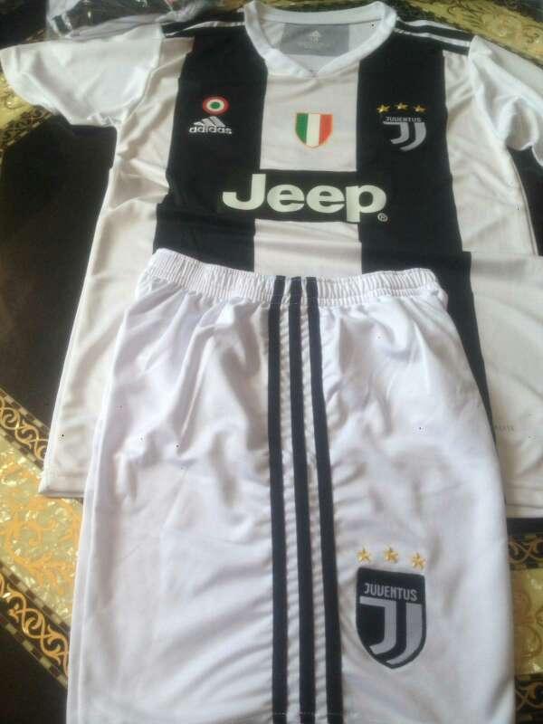 Imagen equipación de Juventus con nombre de Ronaldo