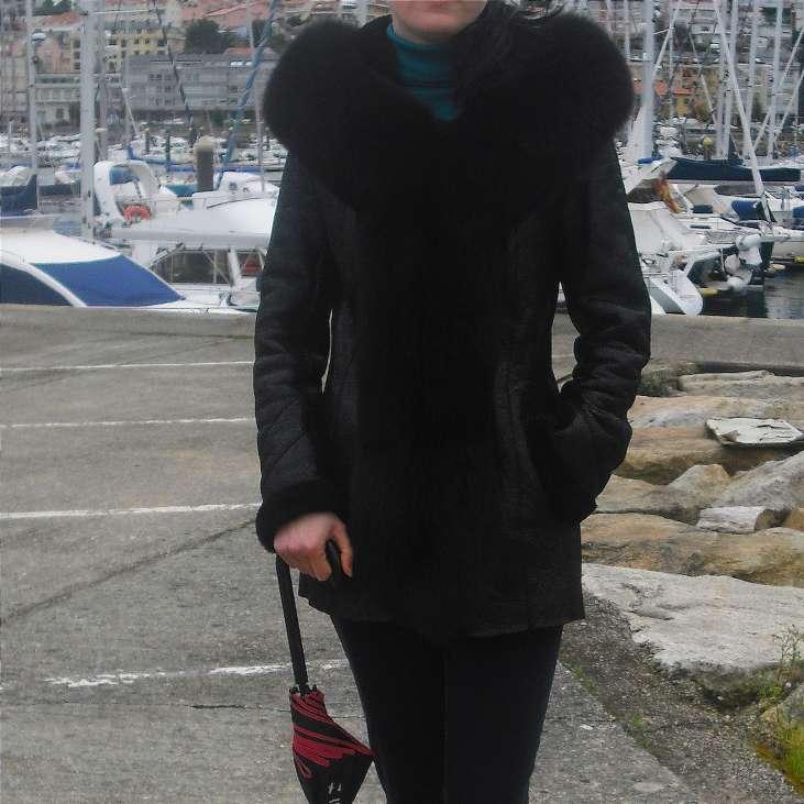 Imagen producto Abrigo de piel con capucha de zorro ártico natural. 4