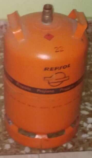 Imagen bombona de gas butano naranja de repsol