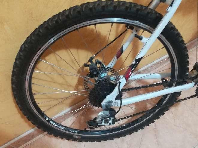 Imagen producto Bicicleta Btwin de color blanco  3