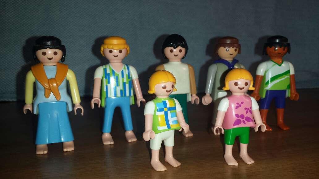 Imagen producto 5 adultos 2 niños playmobil  2