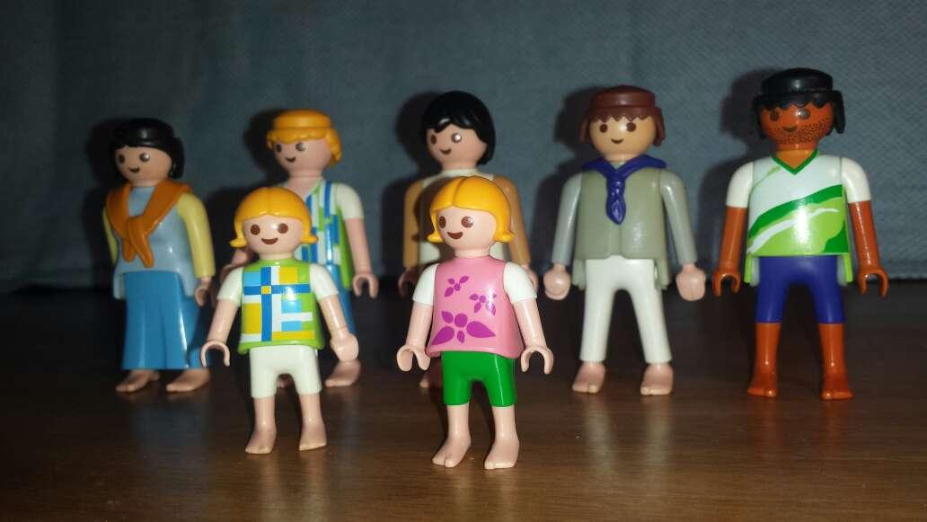 Imagen producto 5 adultos 2 niños playmobil  3