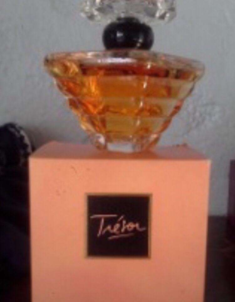 Imagen producto Perfumes originales en señorita 40 € 7