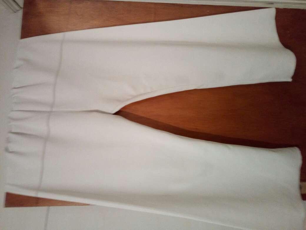 Imagen pantalones blancos