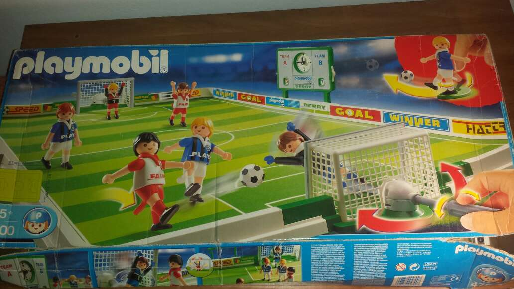 Imagen campo de fútbol playmobil completo