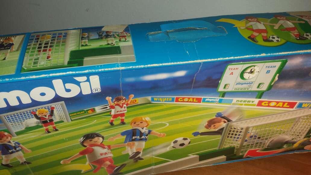 Imagen producto Campo de fútbol playmobil completo  2
