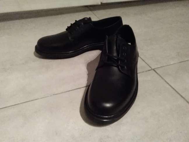 Imagen Zapatos hombre nuevos. Zapatos profesionales antiolor