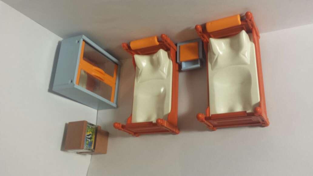 Imagen habitación playmobil y pecera