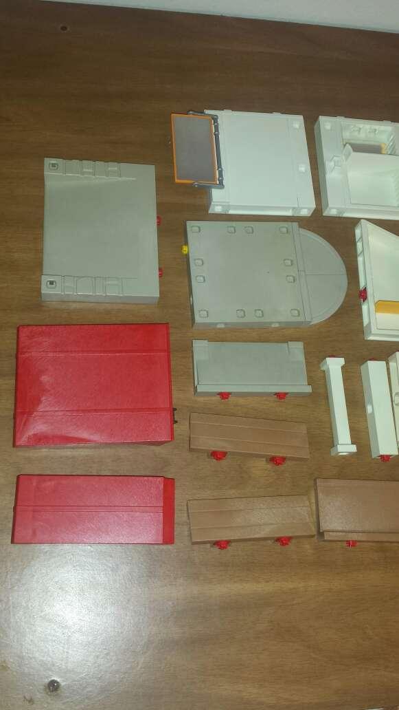 Imagen producto 34 piezas de playmobil diversas  3